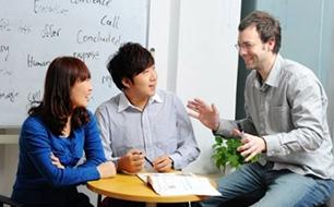 出国英语900句:办理签证