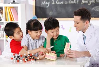 如何引导孩子开口说英语?弄懂这四个问题就ok了