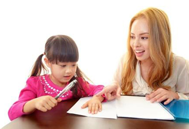 怎样引导孩子开口讲英语?父母的做法非常关键