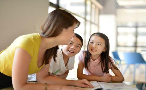 在线英语培训价格,一对一培训有什么优劣势?