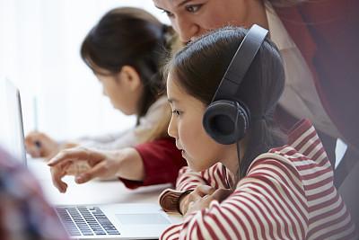 网上外教一对一英语哪家好??教你如何选择